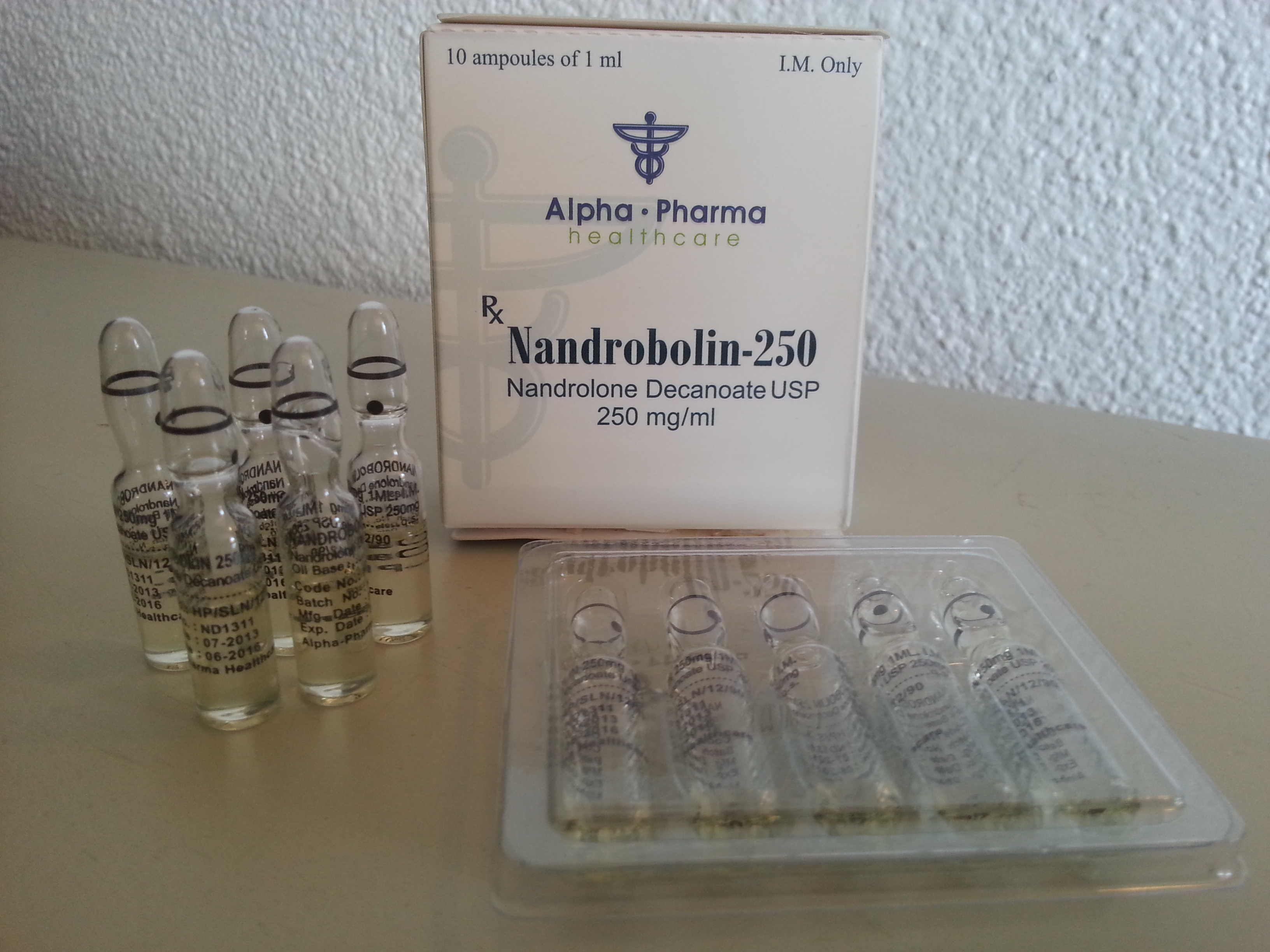 nandrolone decanoate and joint pain